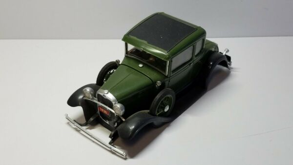 1930 FORD GREEN BUILT MODEL KIT