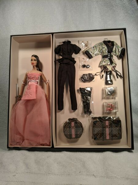 Integrity Toys Fashion Royalty Fame & Fortune Vanessa Perrin Gift Set .NRFB