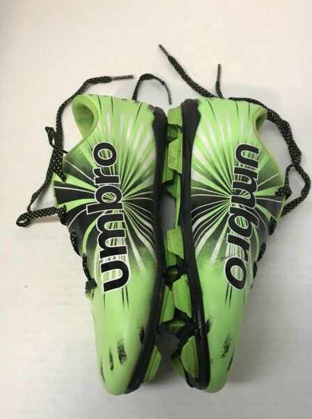 Umbro 4 Package Cleat 17 Soccer Shoes with cleats Size 4 Lime Green Black $14.50