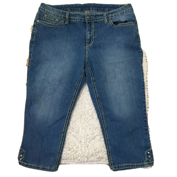 ND Weekend Women#x27;s Embellished Cropped Jeans Size 16 Rhinestone Buttons Capris $15.99