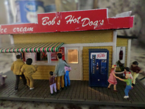 Bob#x27;s Hot Dog Stand very detailed lighted HO scale Layout Ready $35.00
