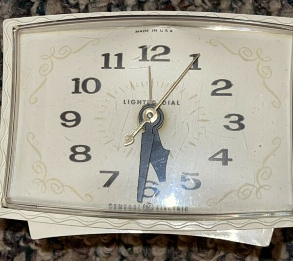 Vintage General Electric Ivory Lighted Dial Electric Alarm Clock Does Works $15.99