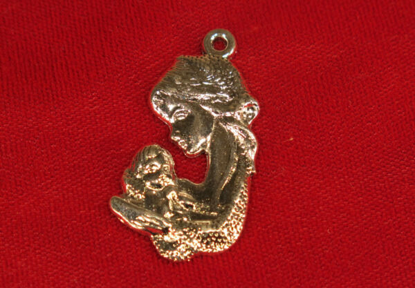 5pc quot;mother and babyquot; charms in antique silver BC927 $2.90