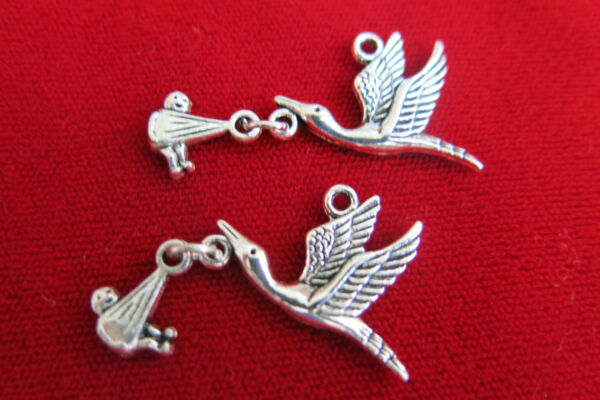 BULK 10pc quot;stork with babyquot; charms in antique silver style BC129B $4.50