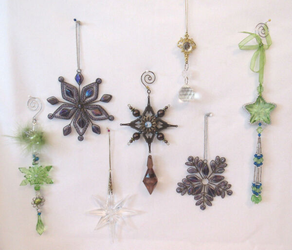 LOT OF 7 VINTAGE 1970s 80s DANGLING CHRISTMAS TREE ORNAMENTS LUCITE GLASS