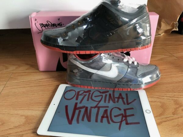 🔥SIGNED & LASERED Nike SB Dunk Low Black Pigeon(SIZE 9)WITH TOTE & OG RECEIPT🔥