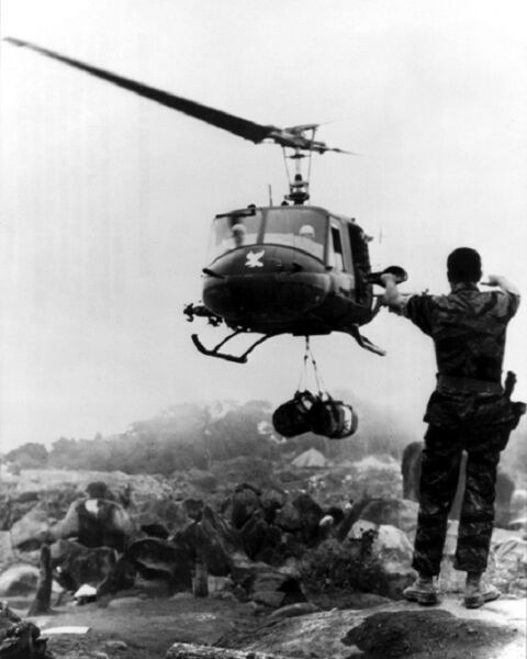 US Army Soldier directs UH-1D Huey Supply Helicopter 8x10 Vietnam War Photo 361