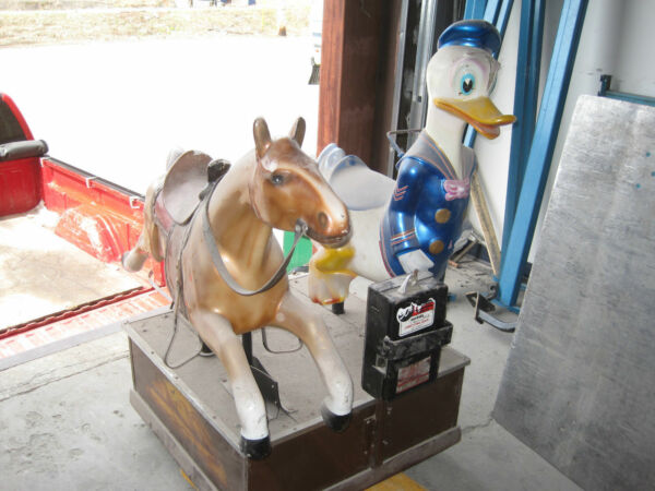 Double Ride Horse and Donald Duck Amusement Ride Coin Operated Ride