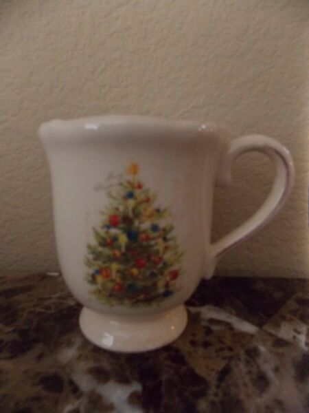 MAGENTA~VINTAGE HOLIDAY~CHRISTMAS TREE~ SET OF 4 COFFEE MUGS~NEW