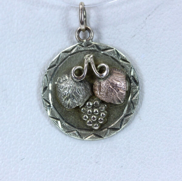 Beautiful 10K Black Hills Gold with 2 Leaves Circle Pendant 0.75