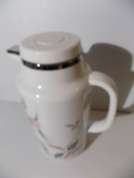 Mikasa Silk Flowers Insulated THERMAL HOT or COLD Carafe 1 LITER Coffee Pot