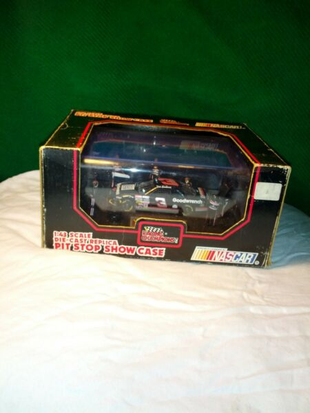 DALE EARNHARDT DIE CAST PIT STOP SHOW CASE 1992 WITH ORIGINAL BOX UNOPENED