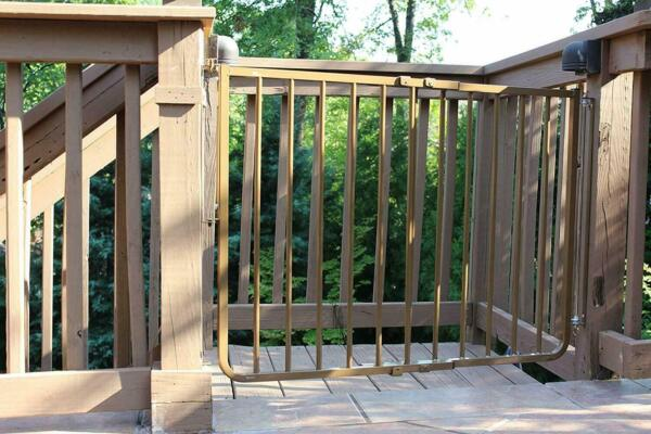 Cardinal Outdoor Patio Deck Stairway Special Adjustable Width Pet Safety Gate