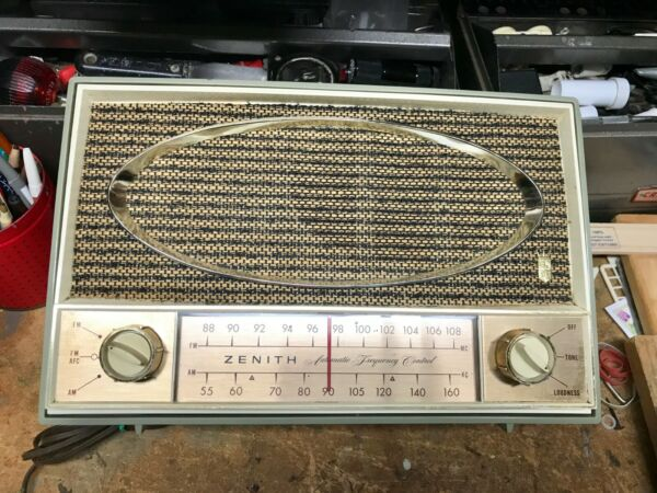 Zenith Automatic Frequency Control Tube Radio. Model C725L. V Good