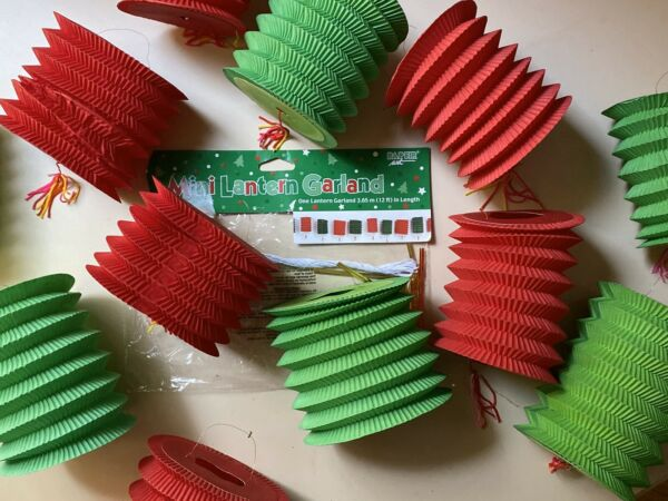 MINI CHINESE LANTERNS CHRISTMAS HOLIDAY GREEN & RED NEW IN PACKAGE - SET OF 12