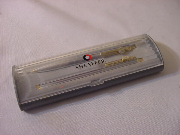 VTG SHEAFFER PEN SET WITH CASE