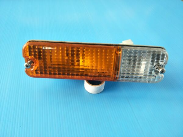 1986 DAIHATSU ROCKY F300 Front Turn Signal Light Lamp 210-51152L KOITO NOS/JAPAN