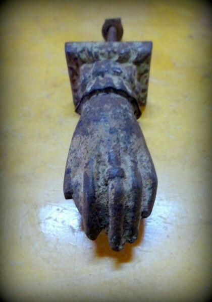 An Antique circa 1800 Cast Iron Door Knocker in the form of A Hand I GBP 125.00