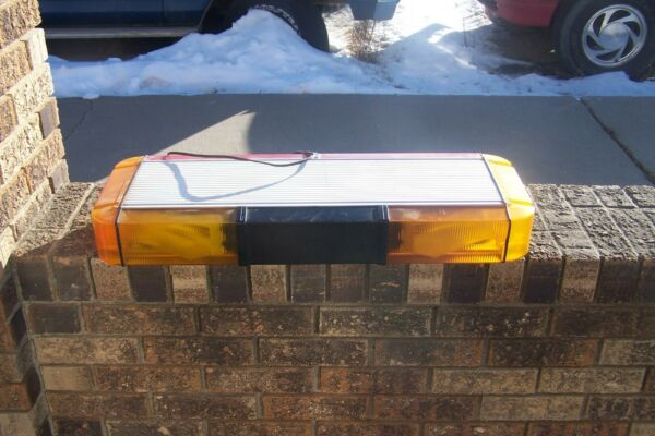 Whelen Edge 9000 mini amber    red light bar 28