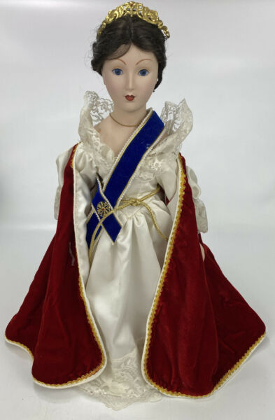 Franklin Mint Heirloom Dolls Porcelain Doll Queen Victoria 20