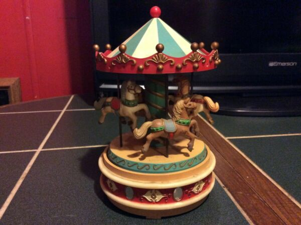 1980 ENESCO CAROUSEL MUSIC BOX PLAYS CAROUSEL WALTZ 4 HORSES