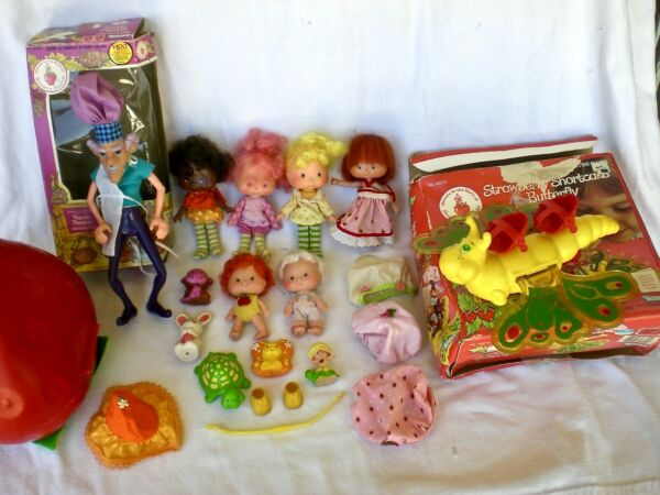 VTG STRAWBERRY SHORTCAKE TOY SET LOT 14 PIECES 7 DOLLS AMERICAN GREETINGS CORP