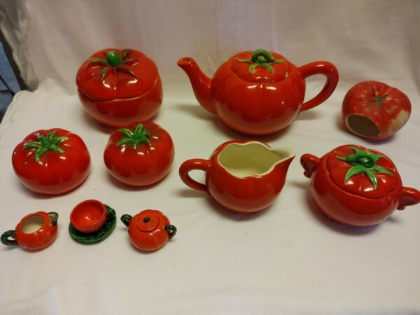 Vintage Pantry Parade Red Tomato Set 11 items in this set 15 pieces