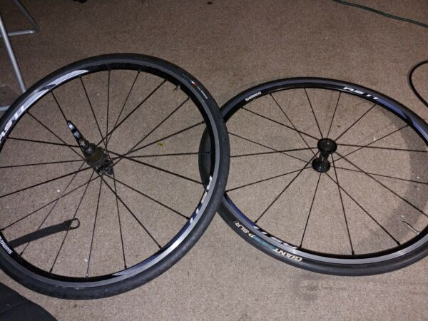 Shimano RS11 Wheelset 700c Clincher 11 Speed with tire