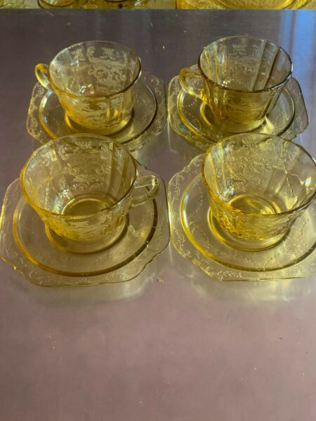 4 Vintage Madrid 1930s Federal Amber Yellow Cup and Saucers