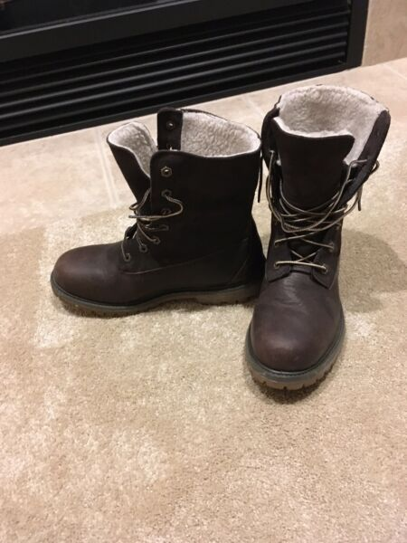 Timberland Teddy Fleece Lined Fold Over Women's Boots Brown Ivory 7.5 $40.00