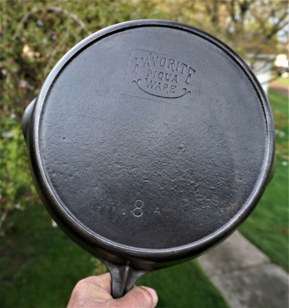 NICE # 8 A FAVORITE CAST IRON SKILLET WITH HEAT RING SMILE LOGO