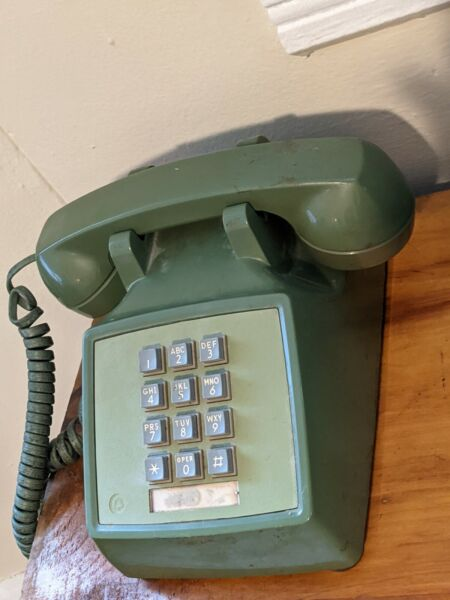 Vintage Western Electric Model 2500D Pushbutton Dial Desk Phone Avocado Green $45.00
