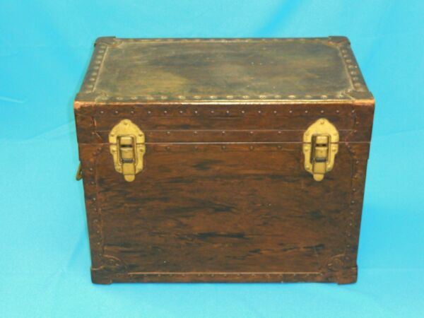 VINTAGE 1953 UNITED STATES TRUNK Co WOOD STEAMER TRUNK with BRASS COPPER FITTING $275.00