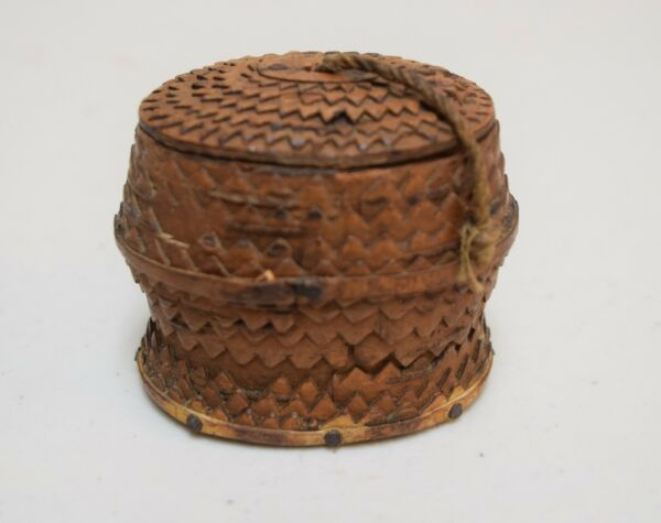 ANTIQUE Hand Carved Chip Tramp Art Wood & Bark Snuff Box Signed
