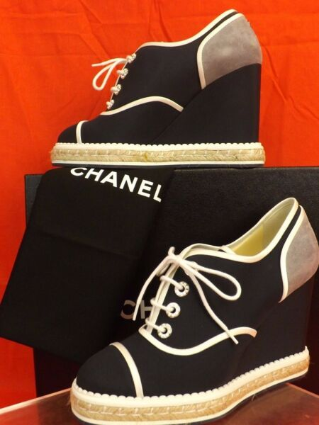 NIB CHANEL TWO TONE CANVAS SUEDE PEARLS CC LOGO ESPADRILLE WEDGE SNEAKERS 39.5