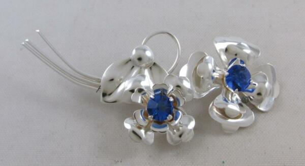 VINTAGE 1950'S HARRY ISKIN STERLING SILVER BLUE RHINESTONE FLOWER BROOCH