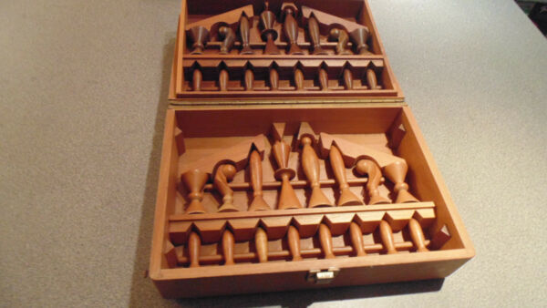 VINTAGE ANRI SPACE AGE CHESS SET IN ORIGINAL BOX DESIGNED BY ARTHUR ELLIOT