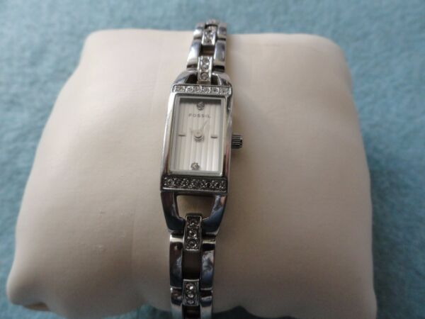 Small and Pretty Fossil f2 Quartz Ladies Water Resistant Watch