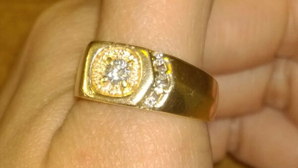 Men's Women's Diamond Ring 14k Solid Yellow Gold 9.1 Grams size 9.25 Solid Heavy