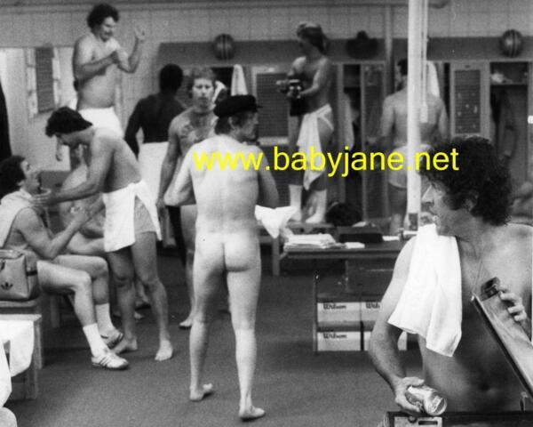001 NICK NOLTE NUDE REAR IN LOCKERROOM MAC DAVIS PHOTO $14.99