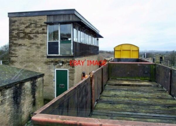 PHOTO 2002 THE OLD SIGNAL BOX AT FENNY COMPTON