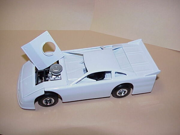 Assembled Die cast Metal Dirt Track Racecar 1:24 scale white body black chassis $25.00