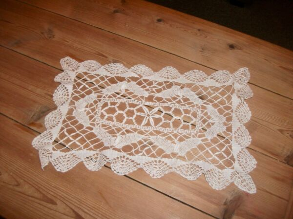 VINTAGE CROCHET LACE DRESSING TABLE MAT DOILY 13 X 85 INCHES