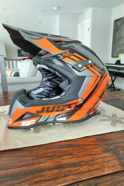 Just1 XL Carbon Helmet With Goggles C $500.00