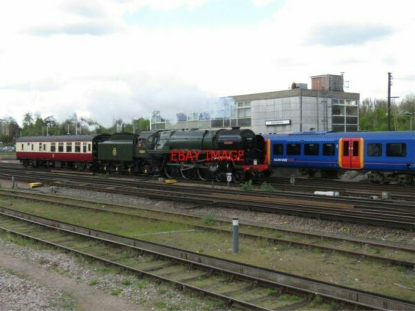 PHOTO BR BRITANNIA 70000 quot;BRITANNIAquot; PASSES THE OLD SIGNAL BOX AT BASINGSTOKE 2