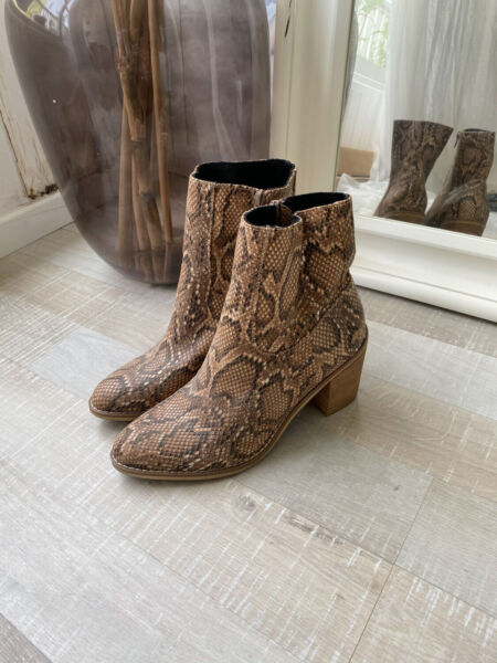 New Rocket dog Snake Skin and wooden Heel Boots US 10 Never been Worn $28.00
