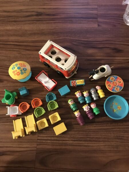 Vintage Fisher Price Little People Play Family Castle #993  PARTS ONLY
