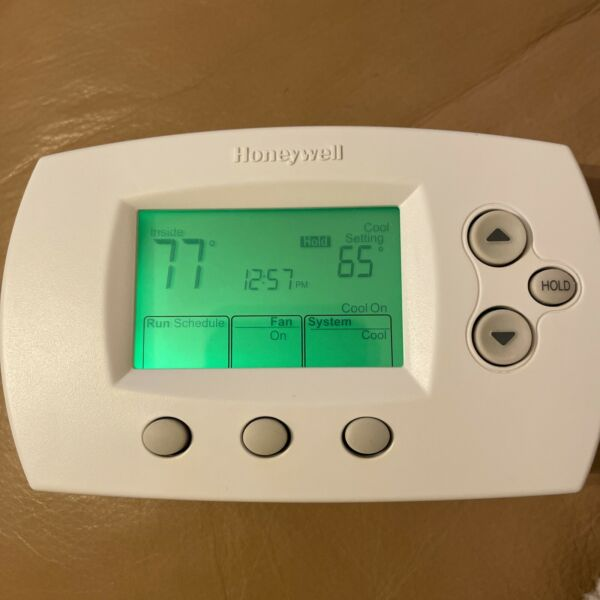 Honeywell TH6220D1028 FocusPRO 5 1 1 Programmable Thermostat 2 Heat 1 Cool Sta $22.00
