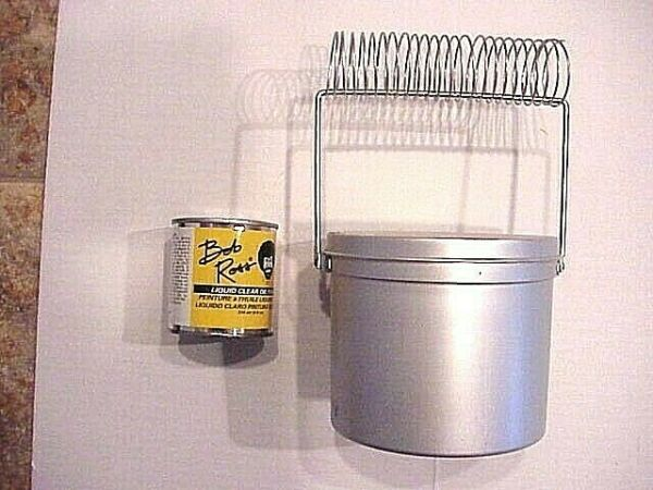 Artist#x27;s Metal Brush Cleaning Device with interior cleaning grate wextra
