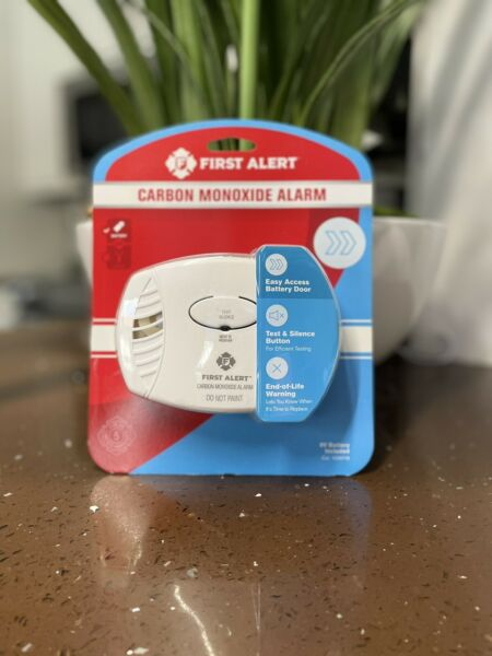 New First Alert Carbon Monoxide Detector Battery Operated Easy Access Button $18.00